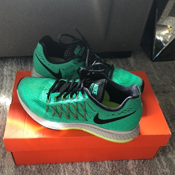 142972c5c89 Womens Nike Air Zoom Pegasus 32 Sneakers - 7.5. M 5bca20e8f63eea19589dfeb4